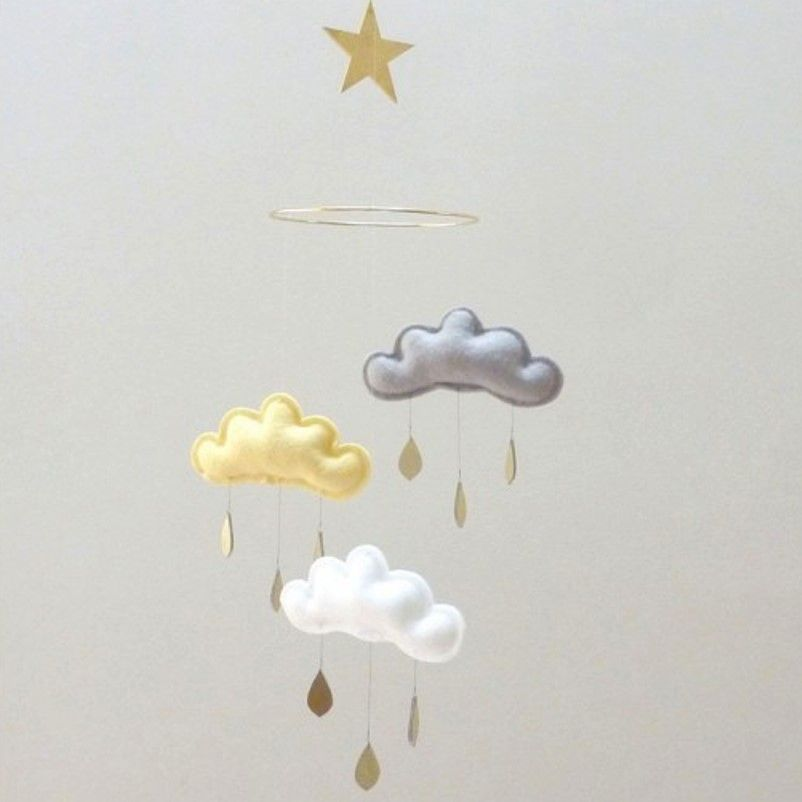 mobile-nuage-étoile-dore-the-butter-flying